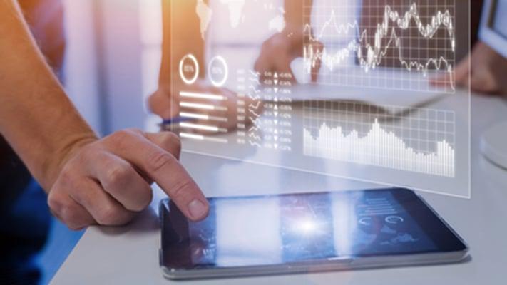 Prozesse und Arbeitsabläufe im Unternehmen werden effizienter durch den Einsatz von intelligenter Automatisierung (IA) neben herkömmlichen systemübergreifenden Integrationen.