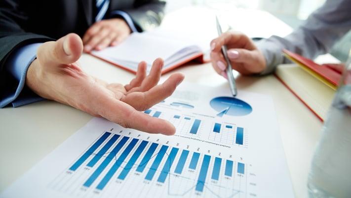 Nedskrevne rutiner for økonomioppgavene kan utarbeides i samarbeid med outsourcingspartneren.